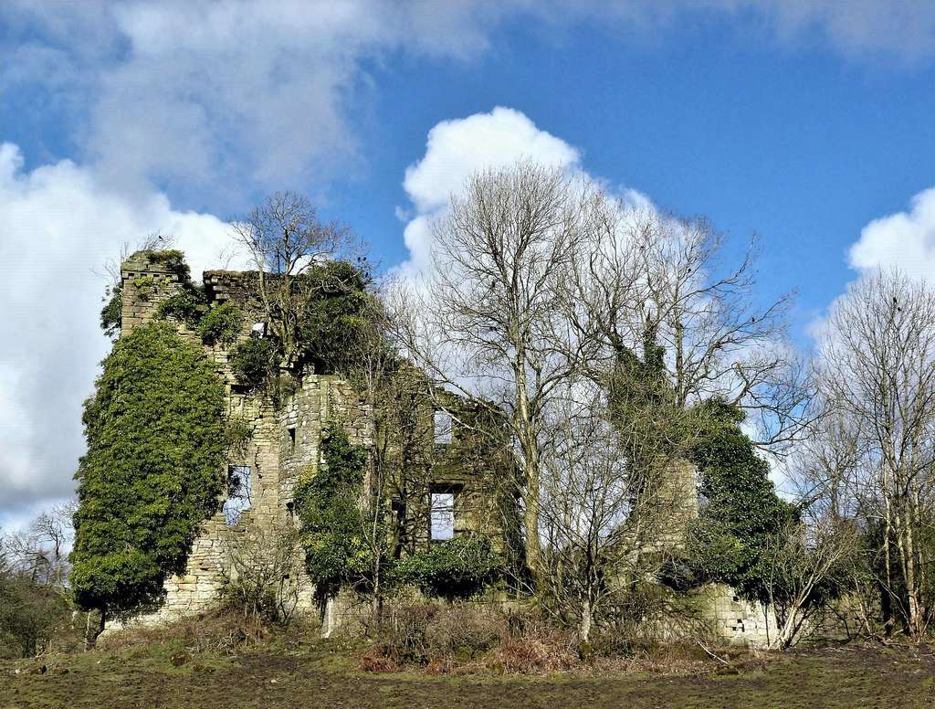 The ruins of Kilbirnie Castle • Source: Raibeart MacAoidh