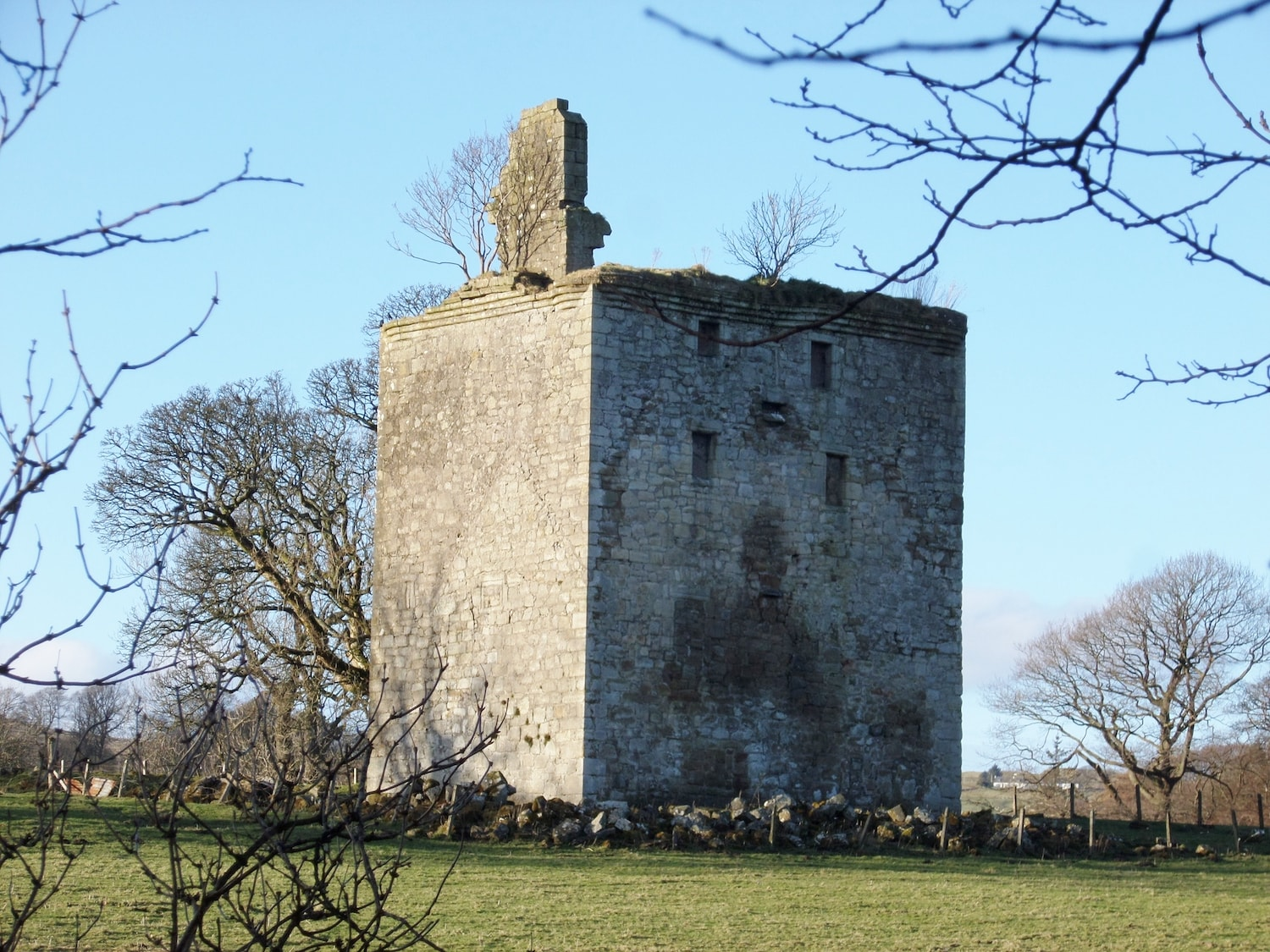 Ruins of Barr Castle • Source: Wikimedia Commons